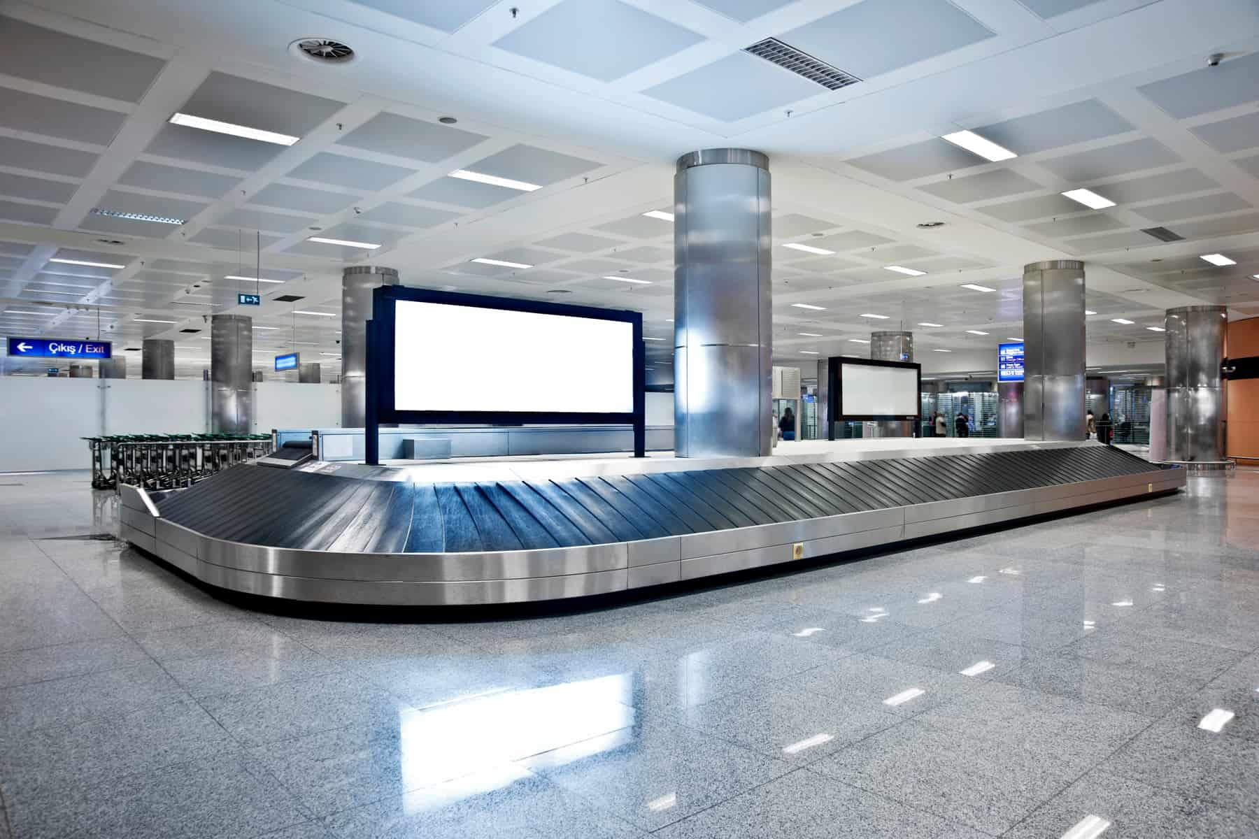 Empty baggage carousel at the airport. What to do if you need to deal with Aeromexico lost luggage