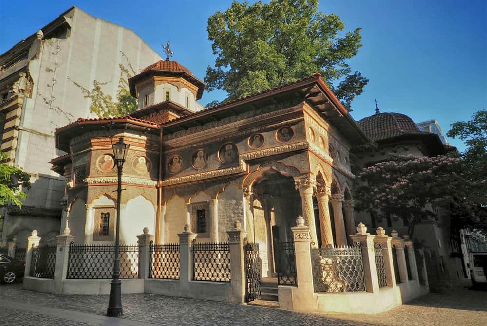 Hidden monastery in Bucharest Old Town